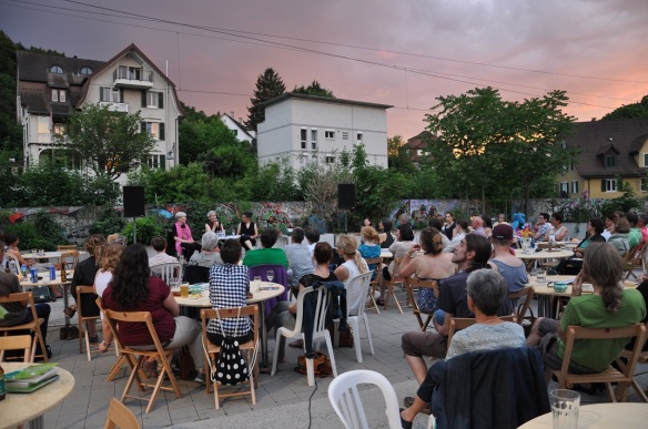 Abendstimmung im Hinterhof beim Bahnhof Oberstadt in Baden